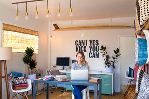 Portrait of female interior designer using laptop at desk in retail studioの写真素材 [FYI03572165]