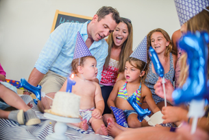 Family at birthday celebrationの写真素材 [FYI03572464]