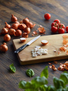 Fresh basil and cherry tomatoes with onions chopped on cutting boardの写真素材 [FYI03572853]
