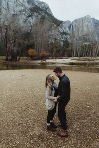 Romantic hiking couple by lake, Yosemite National Park, California, USAの写真素材 [FYI03572942]