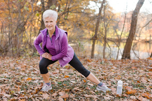 Senior woman exercising, stretching, in rural settingの写真素材 [FYI03573515]