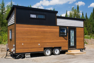 Contemporary mobile home, Quebec, Canadaの写真素材 [FYI03573557]