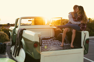Surfing couple in back of pickup truck at Newport Beach, California, USAの写真素材 [FYI03574253]