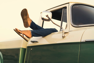 Legs of young woman out of pickup truck window at Newport Beach, California, USAの写真素材 [FYI03574263]