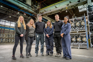 Group portrait of male and female apprentices in car factoryの写真素材 [FYI03575255]