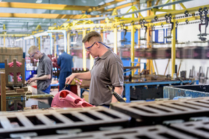 Workers making wax components in precision casting factoryの写真素材 [FYI03575288]