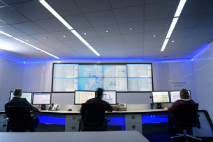 Operators in automotive emergency response control room in car factoryの写真素材 [FYI03575346]