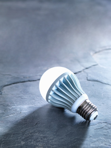LED energy efficient light bulb, illuminatedの写真素材 [FYI03575350]