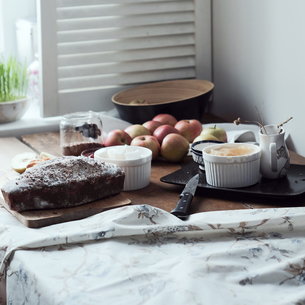 Cake and desert ingredients with apples on kitchen tableの写真素材 [FYI03576174]