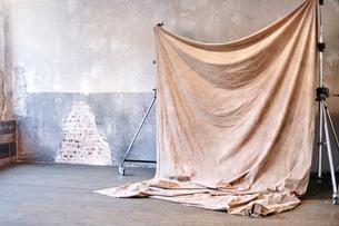 Still life of photography backdrop in studioの写真素材 [FYI03576568]