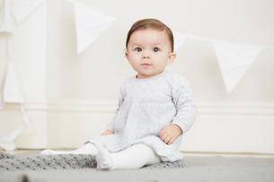 Portrait of baby girl, sitting on blanketの写真素材 [FYI03576876]