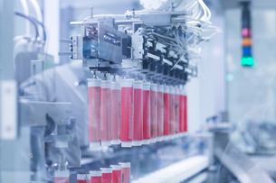 Machinery in pharmaceutical plantの写真素材 [FYI03577700]