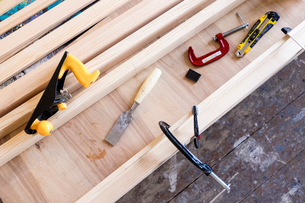 Overhead view of carpentry equipment on wooden workbenchの写真素材 [FYI03578198]