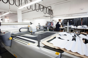 Pattern cutting machine cutting out textiles in clothing factoryの写真素材 [FYI03578216]