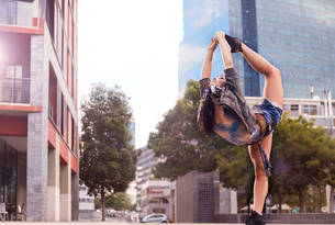 Dancer balancing on one leg, Cape Town, South Africaの写真素材 [FYI03578387]