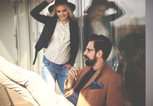 Stylish photographers taking a cigarette break on photography studio balconyの写真素材 [FYI03578615]