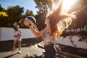 Teenage girls playing with ball in street, Cape Town, South Africaの写真素材 [FYI03578769]