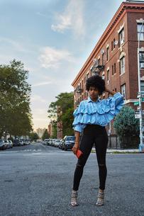 Portrait of young female fashion blogger on urban street, New York, USAの写真素材 [FYI03579887]