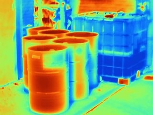 Thermal image of oil drums outside industrial buildingの写真素材 [FYI03580449]
