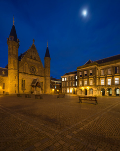 Binnenhof illuminated at night, The Hague, South Holland, Netherlandsの写真素材 [FYI03580598]