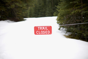 Warning sign on snow covered landscape, Banff, Canadaの写真素材 [FYI03580778]