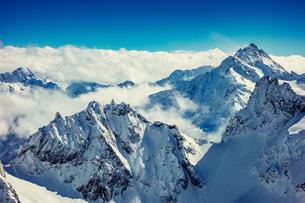 Clouds on snow capped mountain peaks, Engelberg Titlis, Swiss Alps, Switzerlandの写真素材 [FYI03581205]