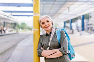 Portrait of mature female backpacker in bus station, Scandicci, Tuscany, Italyの写真素材 [FYI03581686]
