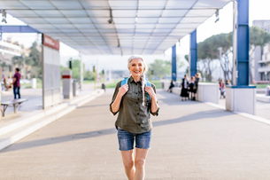 Portrait of mature female backpacker walking in bus station, Scandicci, Tuscany, Italyの写真素材 [FYI03581687]