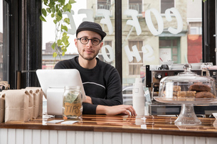 Male employee in cafe, New York, USAの写真素材 [FYI03582497]