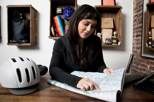 Woman in cycling accessories shopの写真素材 [FYI03582505]