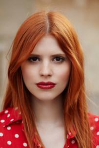 Portrait of redhead girlの写真素材 [FYI03582900]