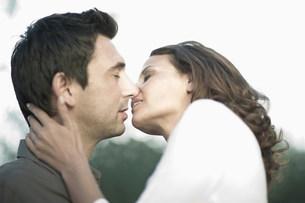 Kissing coupleの写真素材 [FYI03582958]