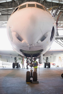 Aircraft worker checking airplaneの写真素材 [FYI03583256]