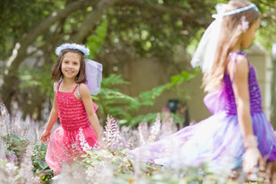 Girls wearing fairy costumes in backyardの写真素材 [FYI03583404]