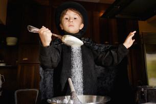 Boy magician cooking in kitchenの写真素材 [FYI03583417]