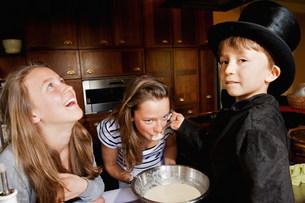 Girl tasting boy magician's cookingの写真素材 [FYI03583420]