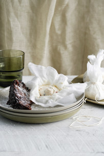 Plate of brownie and homemade cheeseの写真素材 [FYI03584106]