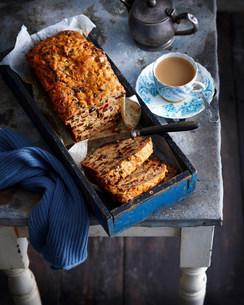 Tray of fruit bread with teaの写真素材 [FYI03584134]