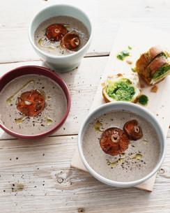 Bowls of mushroom soupの写真素材 [FYI03584241]