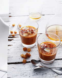 Glasses of Spanish soup with croutonsの写真素材 [FYI03584247]