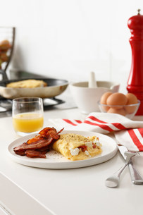 Plate of eggs and baconの写真素材 [FYI03584361]
