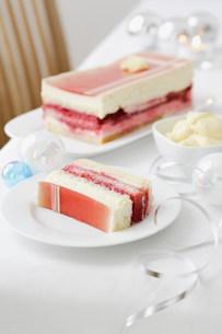 Plate of layered dessertの写真素材 [FYI03584416]