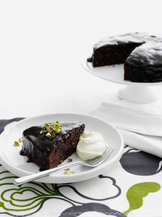 Plate of chocolate cake with creamの写真素材 [FYI03584421]