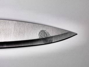 Close up of fingerprint on knife bladeの写真素材 [FYI03584646]
