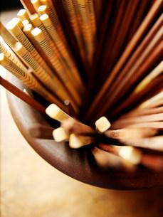 Close up of bowl of chopsticksの写真素材 [FYI03584648]