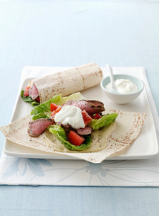 Plate of meat, salad and flatbread wrapの写真素材 [FYI03584663]