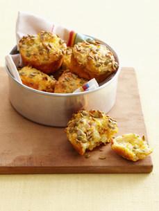 Bowl of cornbread muffinsの写真素材 [FYI03585015]