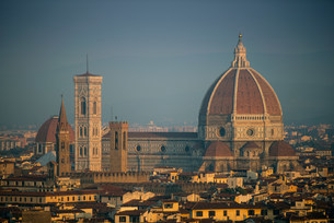 Duomo cathedral overlooking Florenceの写真素材 [FYI03585483]
