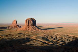 Landscape of monument Valley Navajo Tribal Park, Utah, USAの写真素材 [FYI03585772]