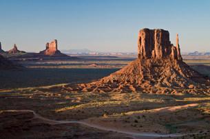 Landscape of monument Valley Navajo Tribal Park, Utah, USAの写真素材 [FYI03585780]